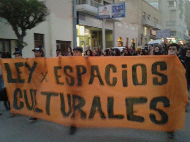 Alrededor de 500 personas marcharon por una ley de espacios culturales