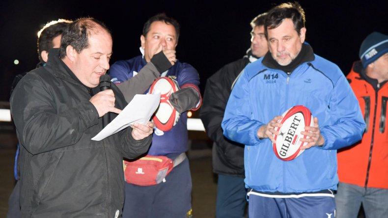Juan Carlos Bassi dando la bienvenida a todos los equipos.