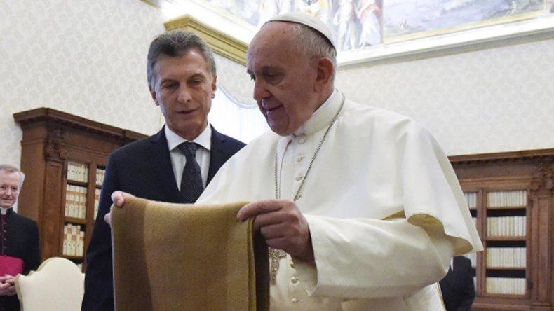 Los responsables de la ONG apadrinada por Francisco aludieron a la suspensión de la donación hecha por decreto de Macri.