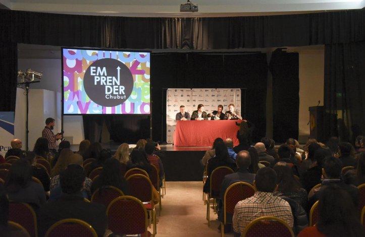 Una importante concurrencia de interesados en conocer las ponencias de los emprendedores tuvo la jornada en Rada Tilly.