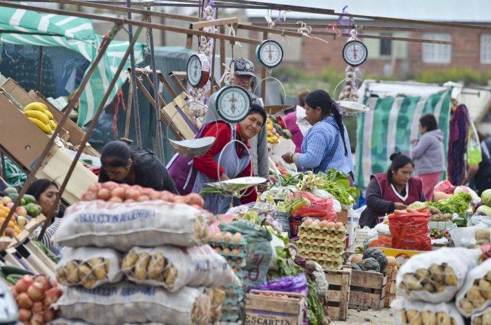La feria ofrece desde alimentos frescos y elaborados