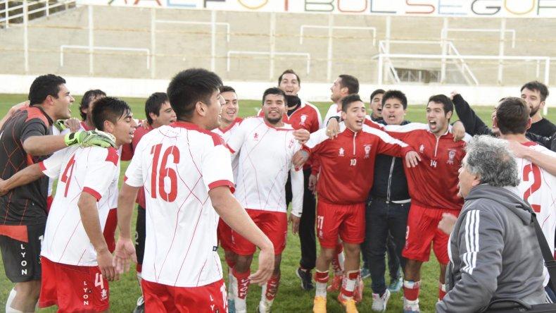Los jugadores de Huracán festejan el título