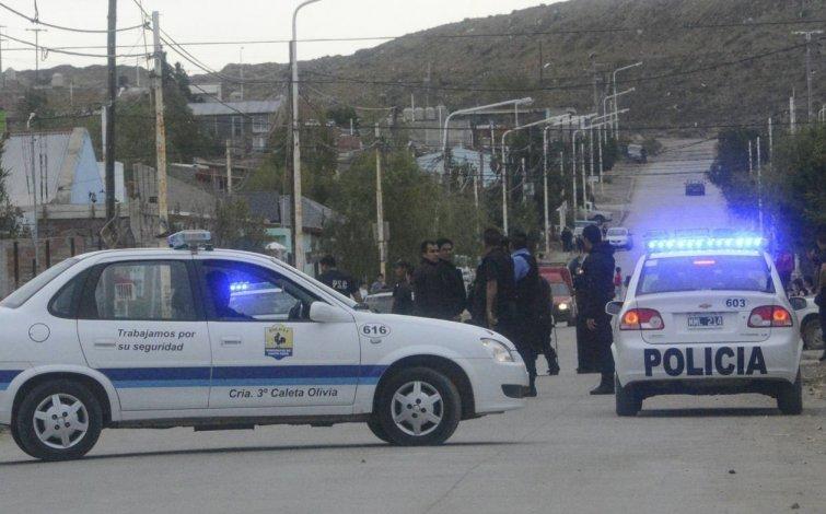 Efectivos de las distintas dependencias policiales se encuentran abocados a tareas de investigación para dar con los autores de los hechos delictivos que se produjeron en distintos barrios de Caleta.