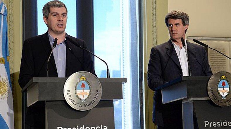 Marcos Peña y Alfonso Prat-Gay en conferencia de prensa.
