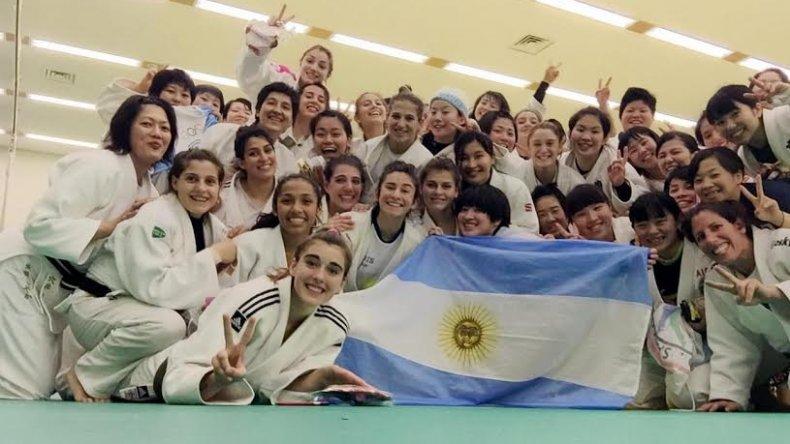 El equipo argentino de judo que participó del entrenamiento en Japón.