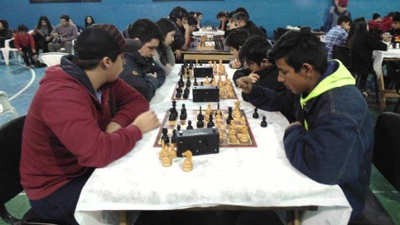 El ajedrez tuvo intensa actividad en instalaciones de la Escuela 760.
