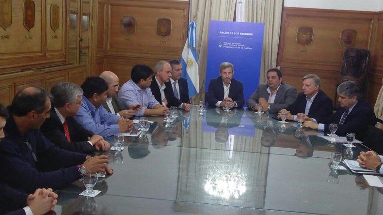 La reunión que representantes sindicales petroleros de la región mantuvieron ayer con las empresas y ministros nacionales en Buenos Aires.