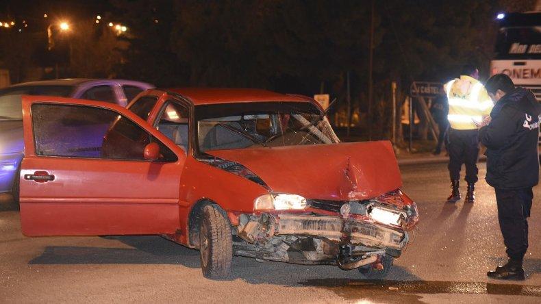Triple choque en el cruce de barrio Castelli: dos personas hospitalizadas