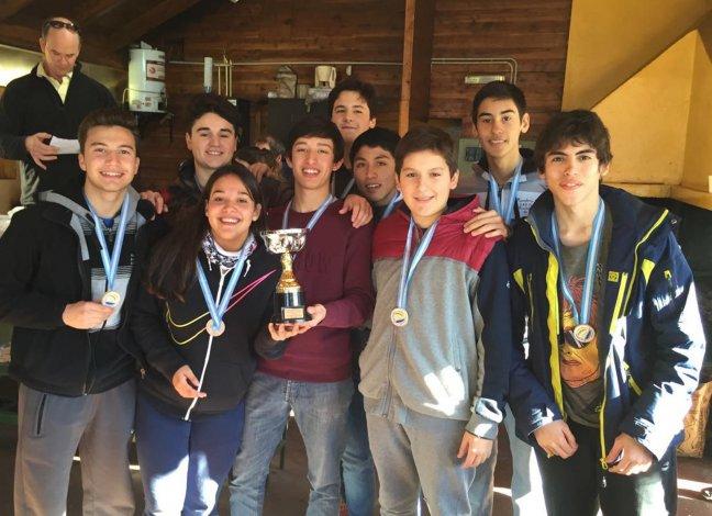 El equipo de Sarmiento que logró el campeonato en Bariloche.