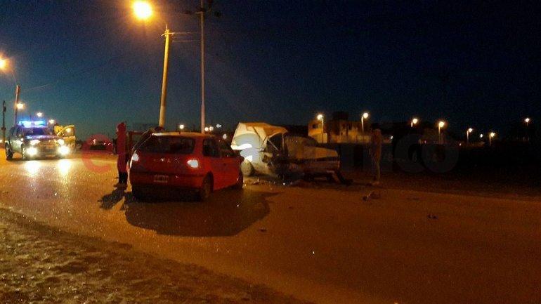 Choque frontal en la rotonda de Km 5: tres hombres fueron derivados al hospital