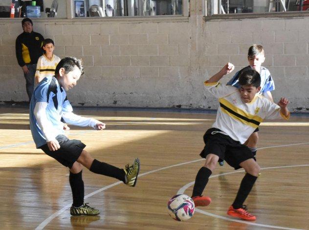Los chicos tendrán hoy más acción por la Copa Alexis Cabrera de futsal.