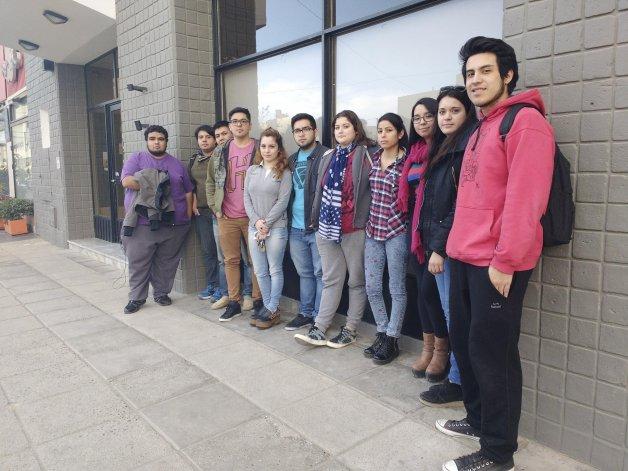 Quince pasantes de la Delegación de Transporte de Comodoro Rivadavia denuncian que nunca cobraron sus haberes por sus servicios.