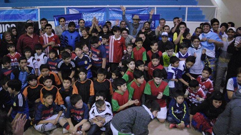 El viernes se realizó en el gimnasio municipal 1 el acto inaugural de una nueva edición de los Juegos Comunitarios.