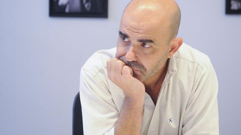 Eduardo Sacheri presenta su novela La noche de la usina.