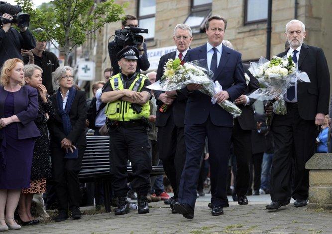 David Cameron y el líder laborista Jeremy Corbyn homenajean a la diputada asesinada Jo Cox.