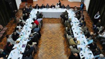 Antes de traspasar el poder al vicegobernador Mariano Arcioni, el gobernador Mario Das Neves encabezó ayer una ampliada reunión de gabinete.