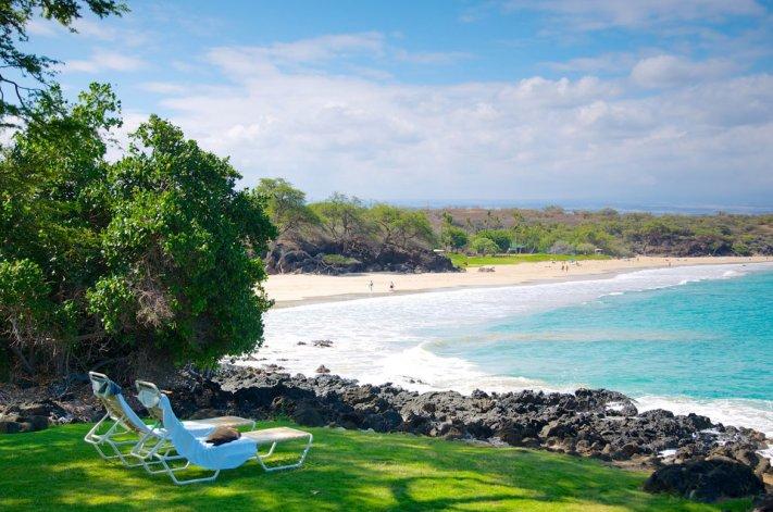 Hapuna es la clásica playa soñada: arena blanca y agua cristalina.