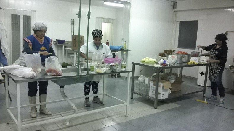 Los productores elaboran productos envasados al vacío en las instalaciones del CERET