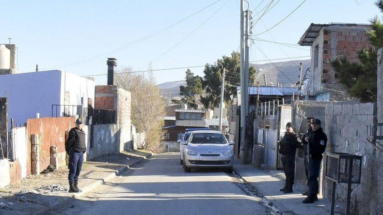 Con fuerte presencia policial ayer al mediodía se allanó la casa de Elías Miranda Barrera en el Máximo Abásolo.
