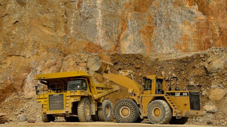 Chubut busca declarar de utilidad pública las arenas de uso en la actividad petrolera.