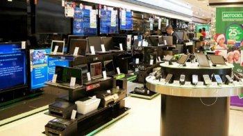 la confianza del consumidor se derrumbo un 24,7% este mes