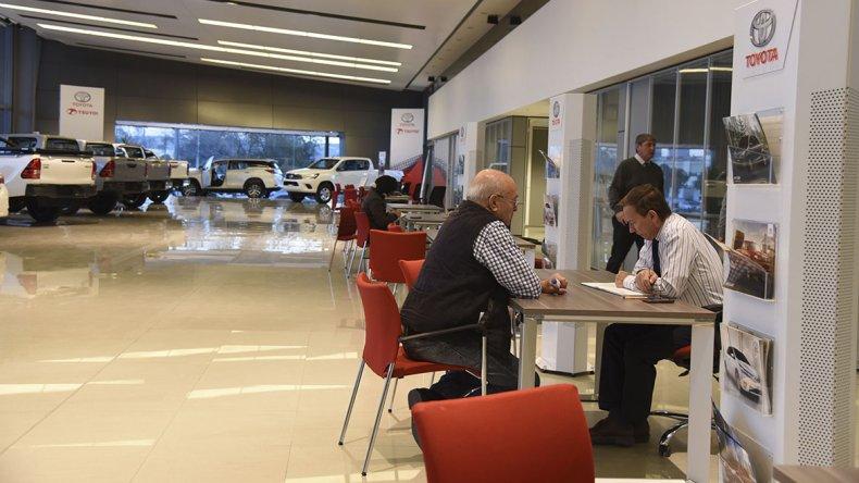 Una tendencia actual es que los clientes priorizan la compra de vehículos dotados de seguridad y confort.
