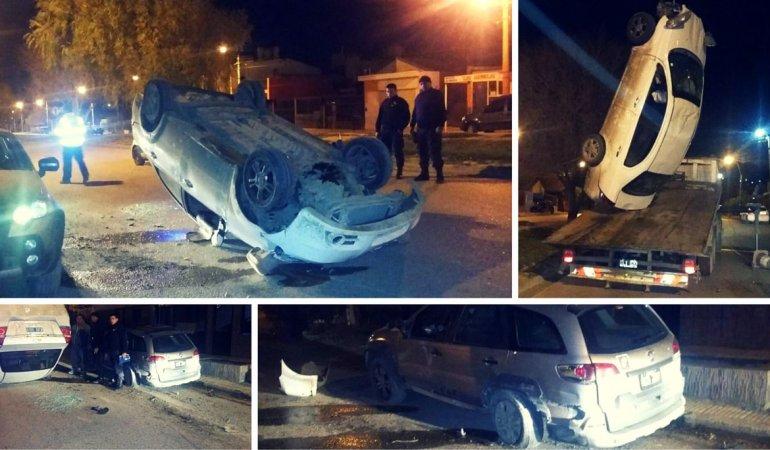 Chocó un auto estacionado, volcó y huyó a pie del lugar