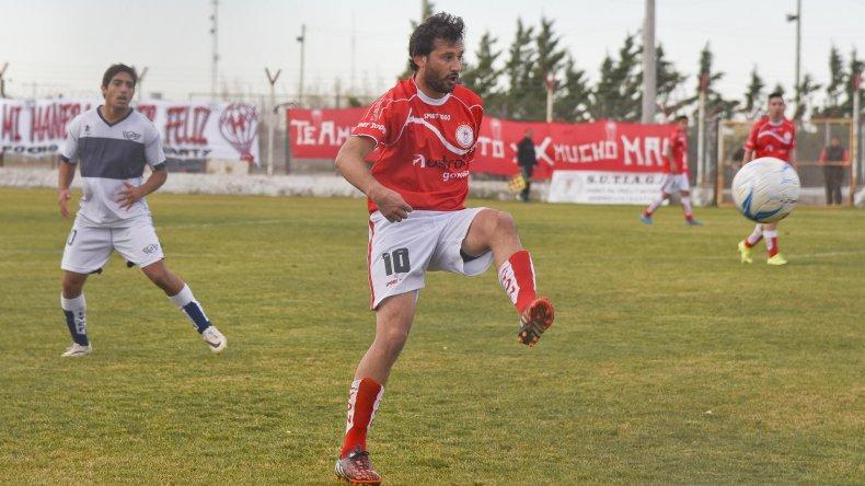 Gabriel Chaca Bustos fue el encargado de abrir la cuenta y ejecutar las pelotas paradas que Esteban López cambió por el gol del triunfo a los 30 del complemento.