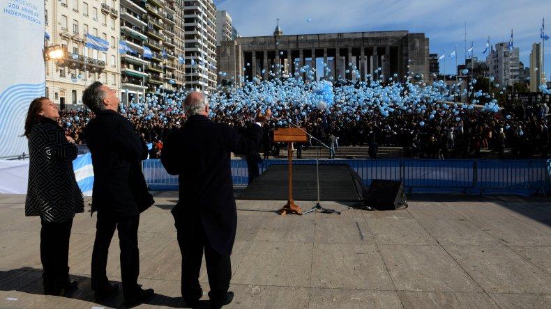 Macri participó del acto homenaje por el Día de la Bandera.