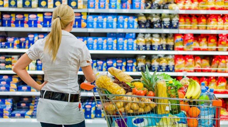 Los supermercados atraen consumidores en base a ofertas.