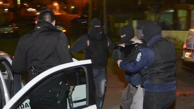 Carlos Altuna en una de sus múltiples detenciones. Se trata de un sujeto peligroso.