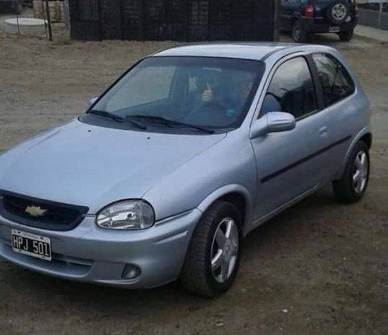 Éste es el auto del joven robado.