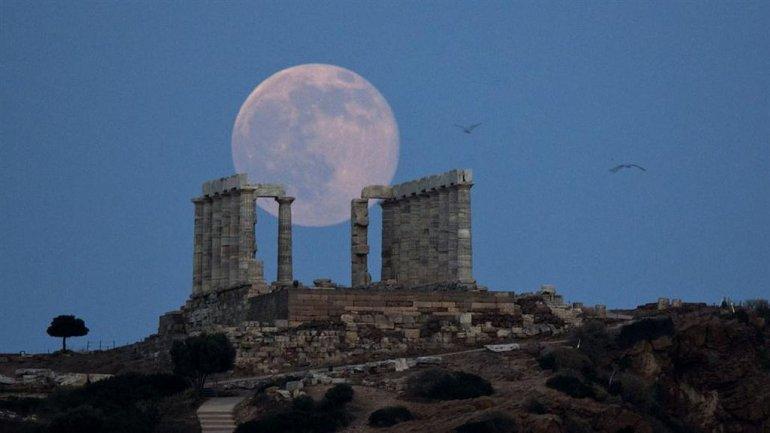 La luna llena de junio o más conocida como Luna de Fresa
