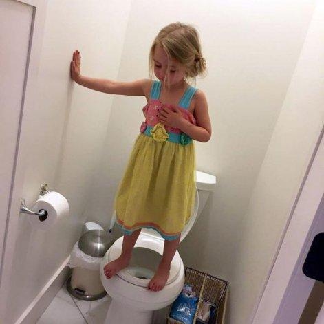 Le sacó una foto graciosa a su hija pero se encontró con una historia desgarradora
