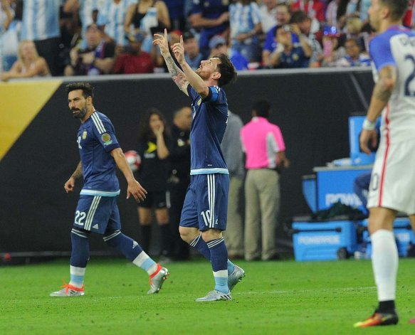 Lionel Messi marcó anoche el segundo gol argentino y de esa manera se convirtió en el máximo anotador histórico de la Selección.