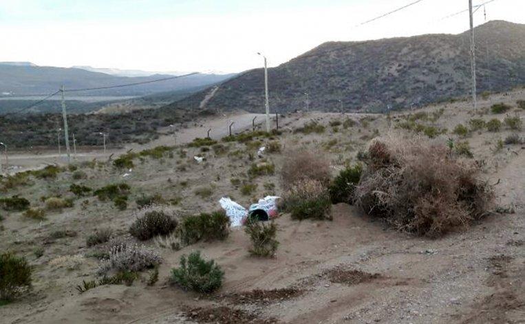 Lo denuncian ante Medio Ambiente  por arrojar basura en un barrio