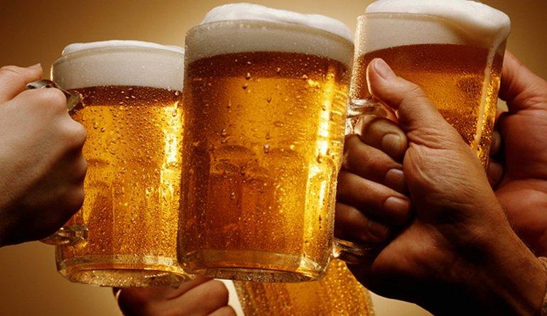Aseguran que tomar cerveza ayuda a llegar mejor a la vejez