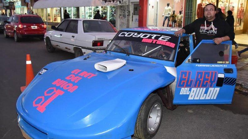 La máquina de Fernando Lacrouts fue una de las que estuvo ayer en el lanzamiento del GP Día de la Patria.