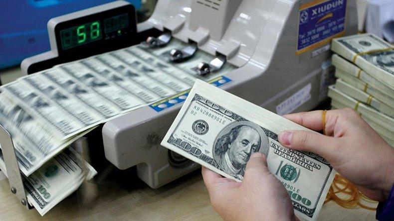 El dinero que Argentina debe al exterior aumentó en la primera parte del año.