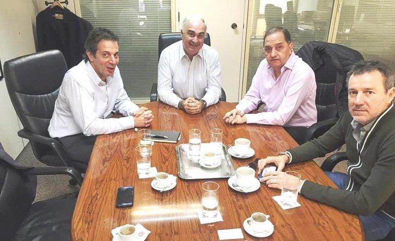 El intendente Carlos Linares acordó con Camuzzi un nuevo sistema de trabajo.