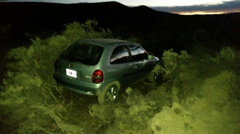 El Chevrolet Corsa fue hallado ayer a dos kilómetros al norte de Caleta Córdova.