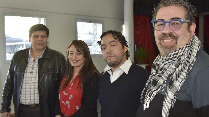 El supervisor de Cultura (izquierda) acompañó