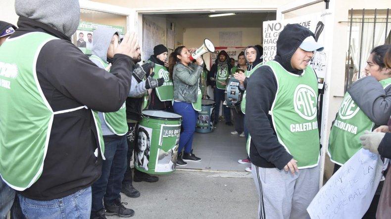 Auxiliares de la educación se manifestaron en el edificio de la Supervisión de Escuelas de la ciudad del Gorosito.
