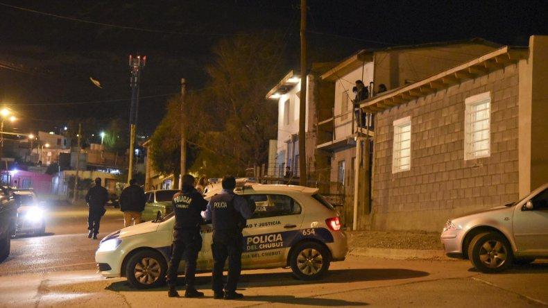 La policía rodeó anoche la calle Guaraníes donde se desató el tiroteo.