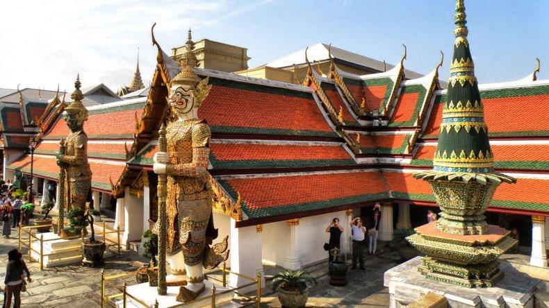 Una visita por los principales templos y conocer la filosofía budista es un imperdible.