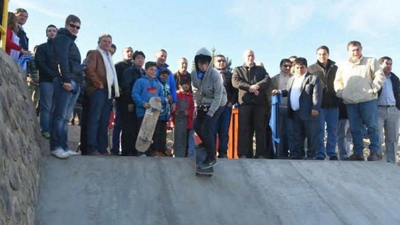 La recorrida incluyó a las localidades de Epuyén donde se inauguró un skate park