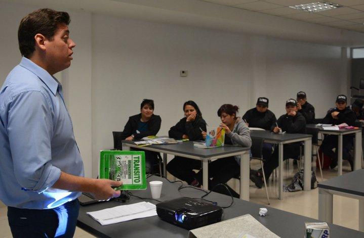 La primera clase dictada en la flamante Academia de Tránsito estuvo a cargo del instructor Fabián Kuc.