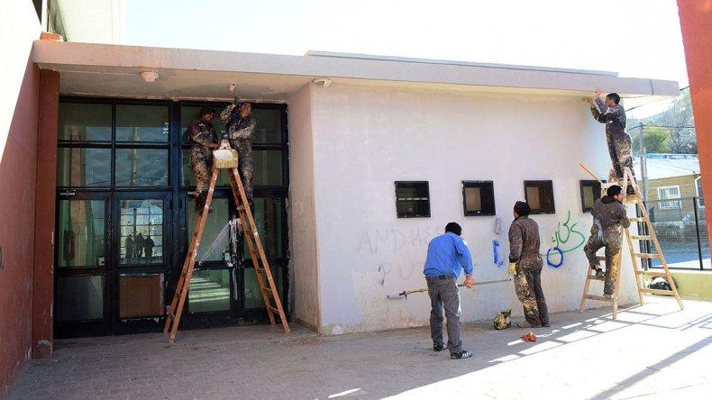 Las tareas de refacción en el Gimnasio Municipal 3 del barfrio Moure.