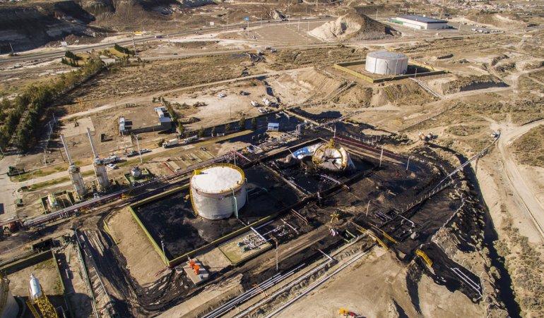 El colapso de un tanque en la planta deshidratadora de YPF en Kilómetro 9.