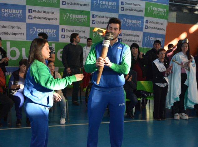La antorcha de los Juegos Evita ya brilla en todo su esplendor en Sarmiento.